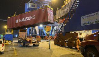 Trung Quốc khó khăn đối với hàng hóa container để kiểm soát đại dịch